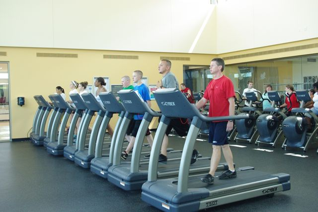 Students run on the treadmills in the RVC Fitness Lab.